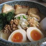 相馬味噌炙りチャーシューメン、煮卵のせ980円