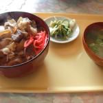 お肉たっぷり牛丼900円