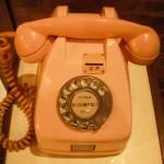 ピンク電話です。ダイアルです。