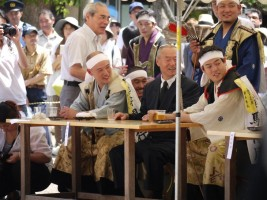 平成23年度相馬野馬追総大将・行胤公(左)、御当主・和胤公(中央)、総大将御弟君・陽胤公(右)