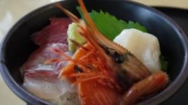 海の幸の王道。旬が詰まった「たこ八」の海鮮丼(1,200円)