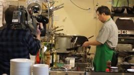 「ステーキハウス えん」人気のランチメニューを調理開始