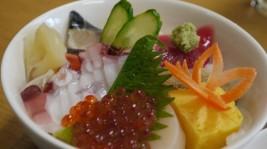 旬を頬張る海鮮丼(980円)