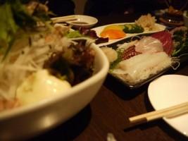てんこ盛りサラダ・刺身盛り・漬物・から揚げ…おいしい料理がこれでもか~