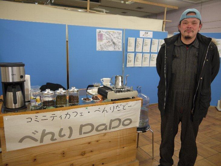 コミュニティカフェべんりDaDoを案内してくれた軍曹・戸田さん