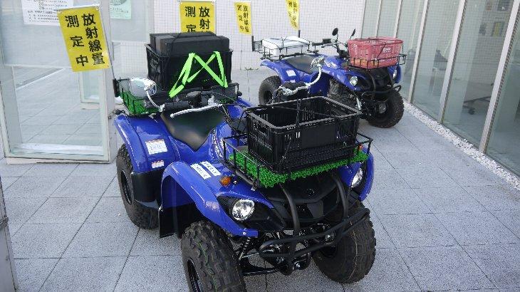 線量測定器とGPSを搭載した四輪バギーの展示