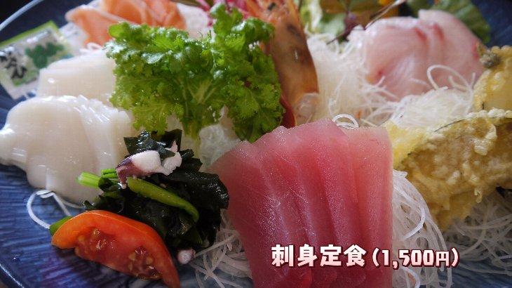刺身定食は大皿に大きな切り身がどっさりです