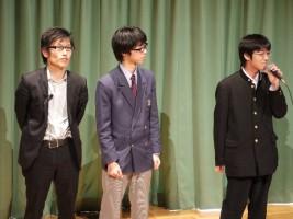 制作スタッフ。(左)鴻巣マサキ監督と制作やアシスタントなどを務めた地元高校生