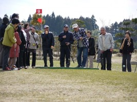 パーティーを組んでパークゴルフ体験開始