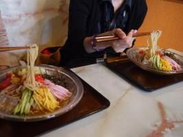 エンドーさんの冷し中華、醤油と味噌と食べくらべ