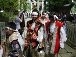 宇多郷勢、総大将に就き従い相馬中村神社社殿での安全祈願祭へ