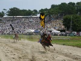 2年ぶりに開催された甲冑競馬
