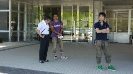 左:真野小学校の校長先生、中:相馬ポニー牧場長 原田さん、右:真野小6年生担任の先生