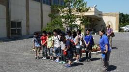 真野小学校6年生、お見送りに「いってきます!」の挨拶