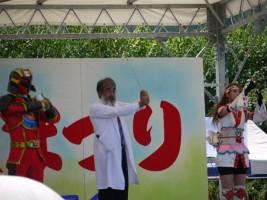 霊山太鼓まつりでアダマイ博士の手洗い講座