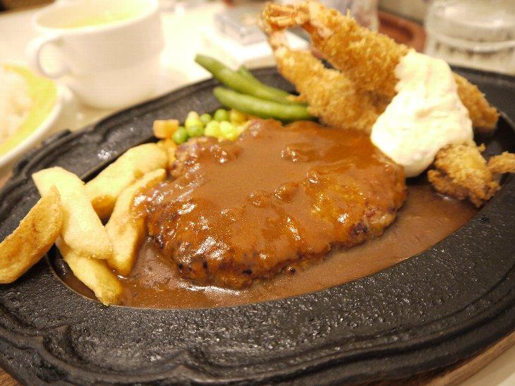 「レストラン かつら」人気のハンバーグ&エビフライ(850円)