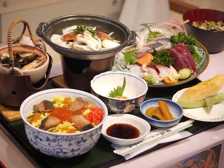 [手づくりの湯 栄荘]秋のスペシャル定食(2,500円)