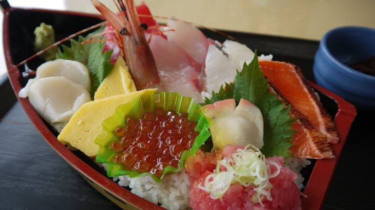 第1弾松川浦復興チャレンジ丼「お食事処たこ八」海鮮どんぶり宝船(1,800円)