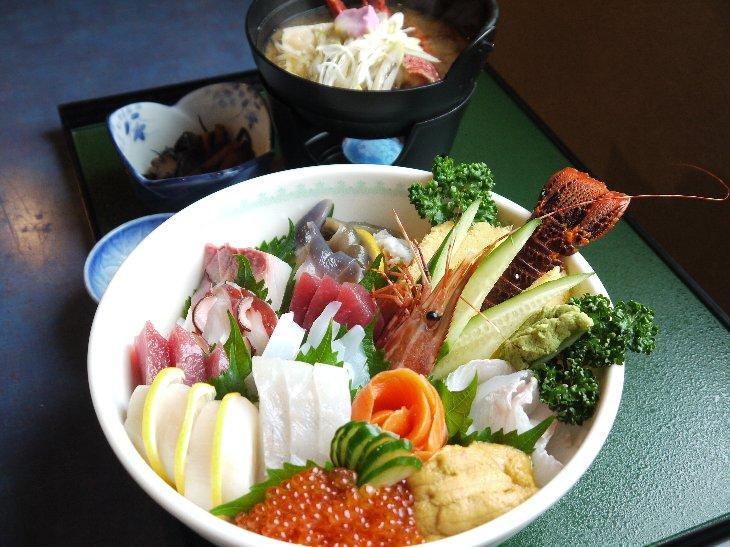 第1弾 復興チャレンジ丼[手づくりの湯 栄荘] びっくり大漁丼