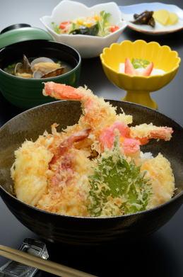 [旅館いさみや] 海鮮天丼(1,350円)