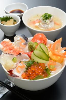 [割烹の宿 文字島] 海鮮丼(980円)