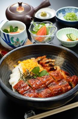 [民宿扇や] 贅沢 うなぎ丼(1,500円)