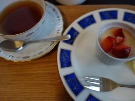ふわとろプリン&紅茶セット(350円)