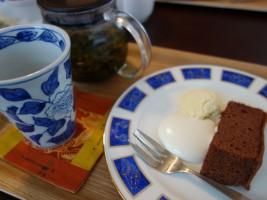 ココアケーキ&台湾茶セット(350円)