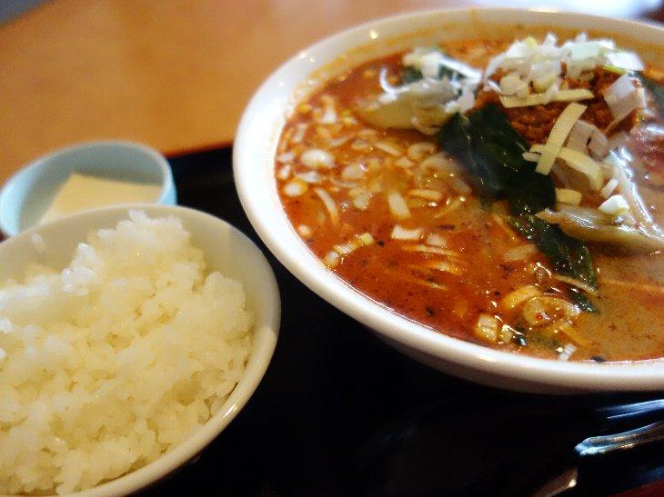 真っ赤のスープで見るからに辛そう
