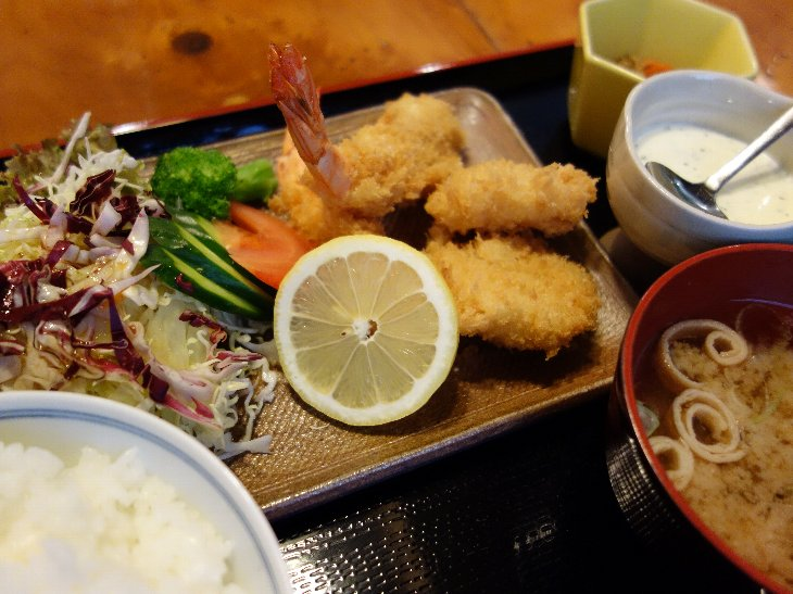 『ミックスフライ定食 ¥750』