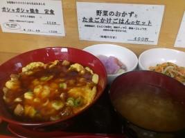 「お食事処 歩々」金曜日替わりメニュー、伊達鶏チャーシュー入り天津丼