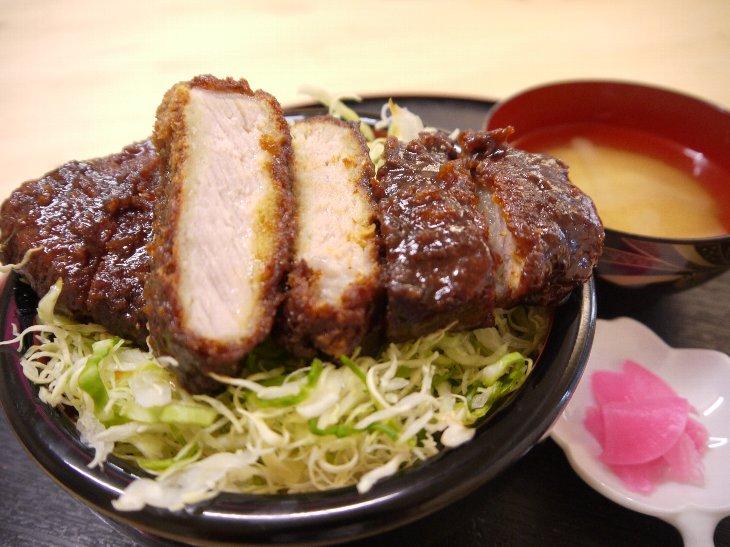秘伝ダレの肉厚「今田屋ソースカツ丼」(710円)