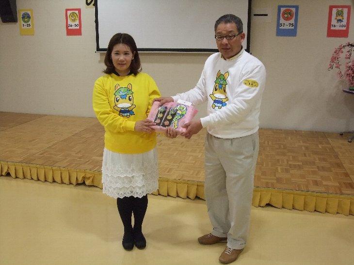 『高柳順子』さんへ記念品贈呈