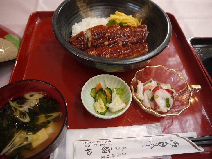 [民宿 扇や]贅沢うなぎ丼(1,500円)