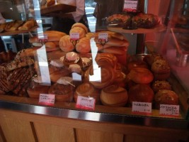 美味しそうなパンの匂いが店の中に・・・