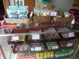 美味しそうな和菓子が並んでいます