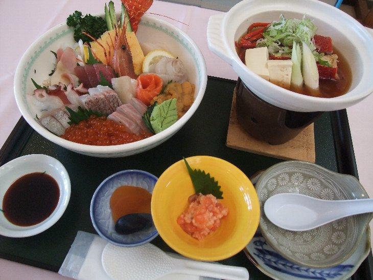 [手づくりの湯 栄荘]びっくり大漁丼(3,150円)