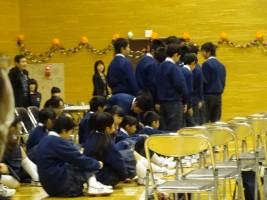 順番を待つ生徒たち少し緊張してます