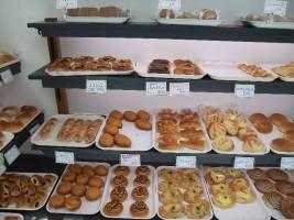 地元の食材を使ったパンもありますよ