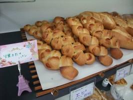 焼きたてのパンはいかがですか