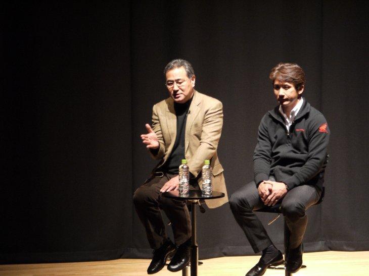 レーサーの平忠彦さんと伊藤真一さん