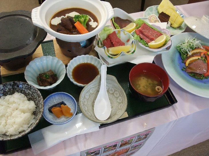 [手づくりの湯 栄荘]相馬牛石焼&鍋定食(3,150円)