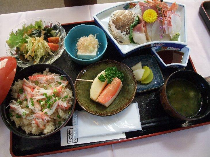 [ホテル喜楽荘 お食事処 いっき]『選べる刺身付!』カニ飯定食
