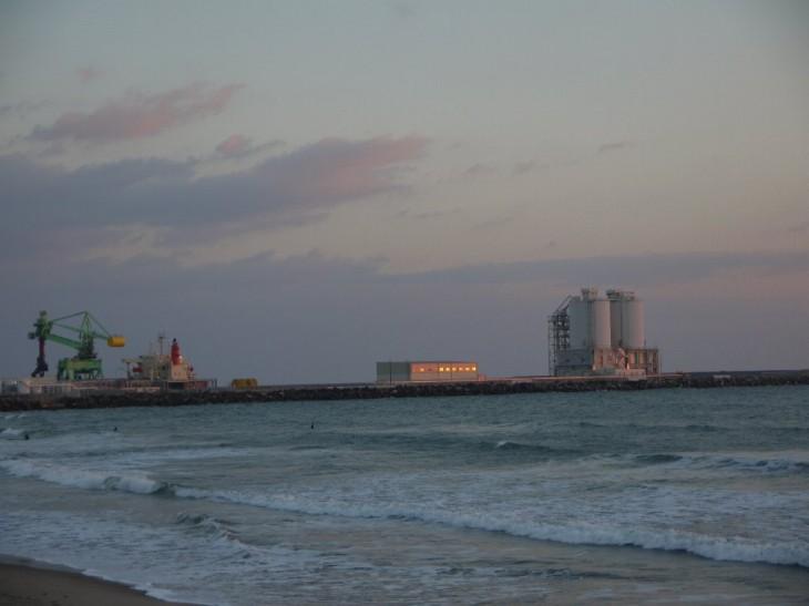 2014年、北泉海岸で相双を照らす初日の出