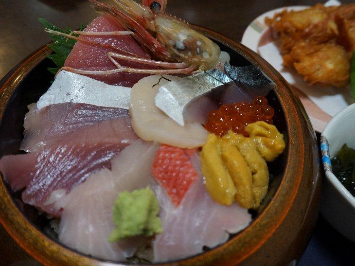 斎春海鮮丼