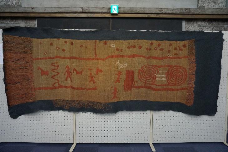 羽山横穴を壁画を再現