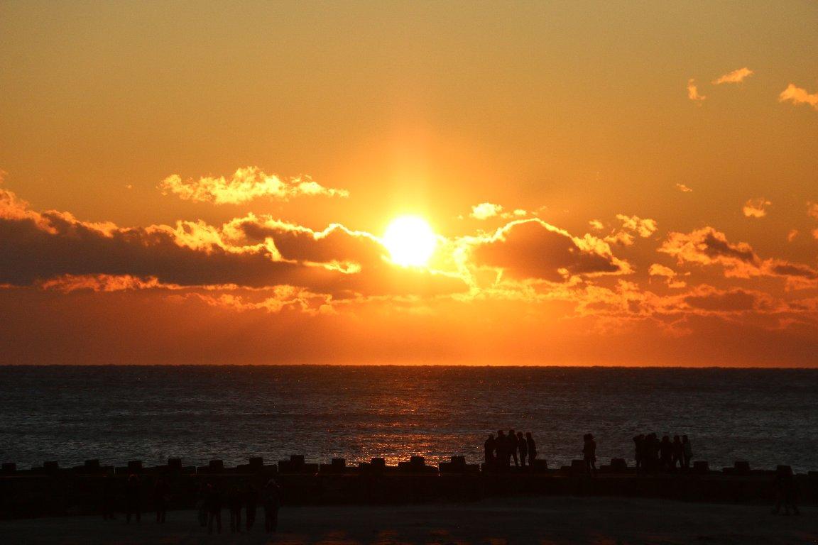 2015年、北泉海岸で相双を照らす初日の出