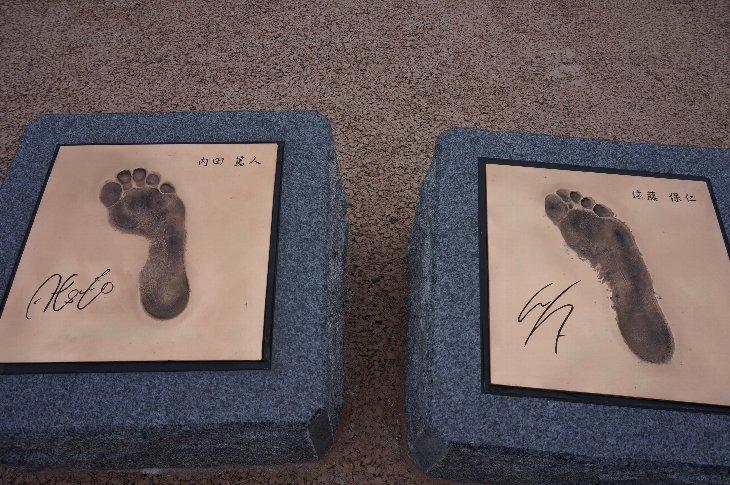 (左)内田選手足型、(右)遠藤選手足型