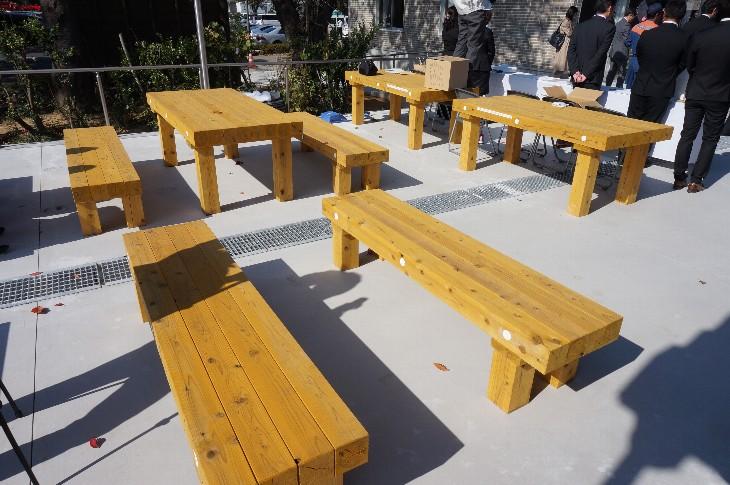 木製テーブル・ベンチ