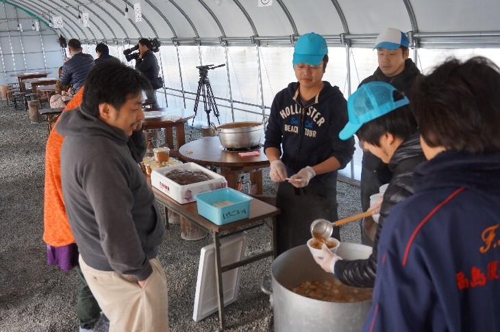 和田観光いちご園でアンコウ鍋振る舞い